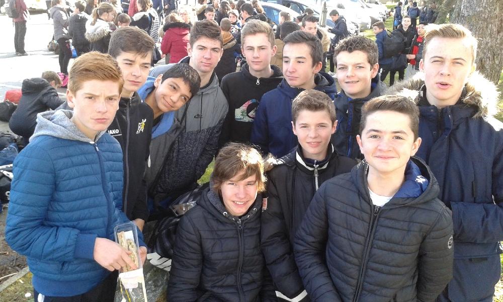 Les minimes Hand avant la compétition à St Brieuc 22/03/17